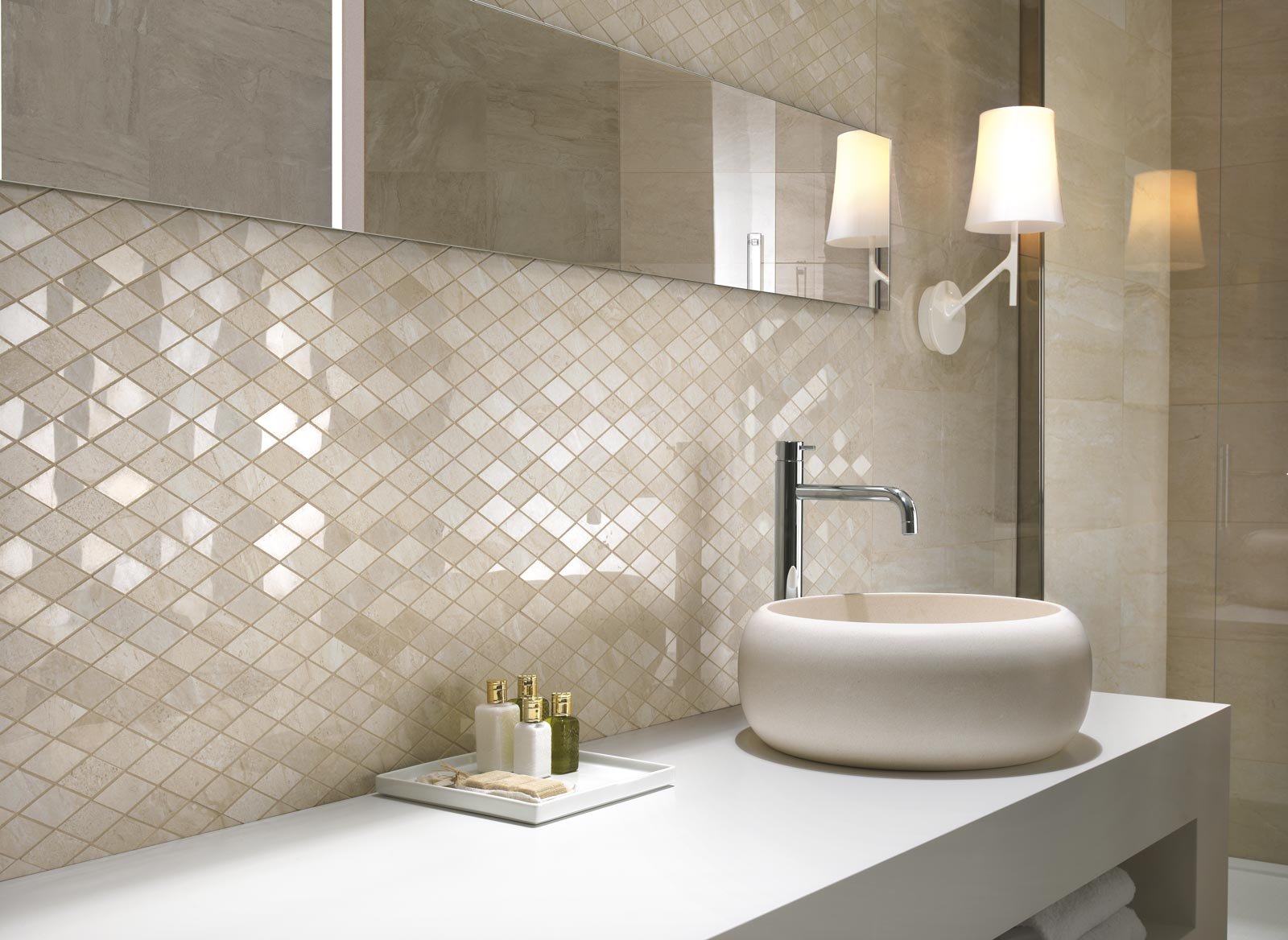 Symphony collection marble effect stoneware tiles ragno for Salle de bain en longueur